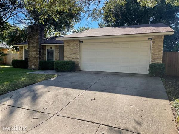 2706 Creekview Drive, Arlington, TX