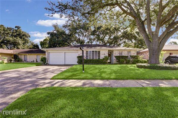 9702 Willow Wood Lane, Houston, TX