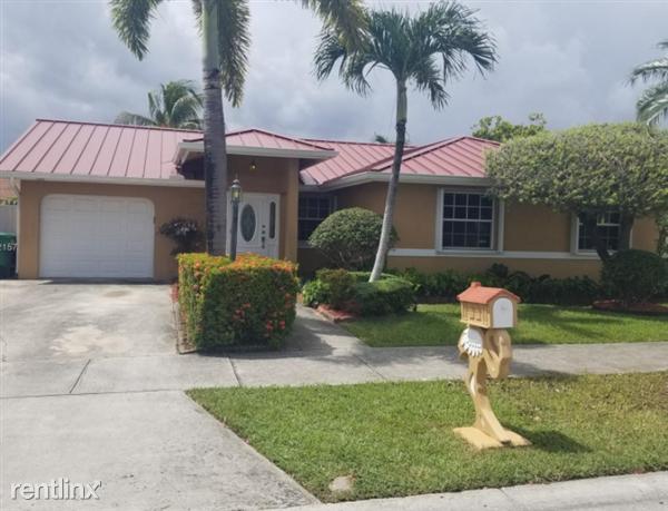 940 NW 128th Ct, Miami, FL