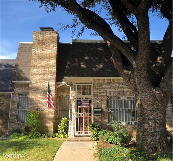 3009 Stonehenge Lane, Carrollton, TX
