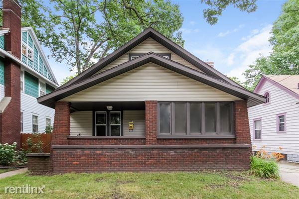 1022 Calvin Ave SE, Grand Rapids, MI