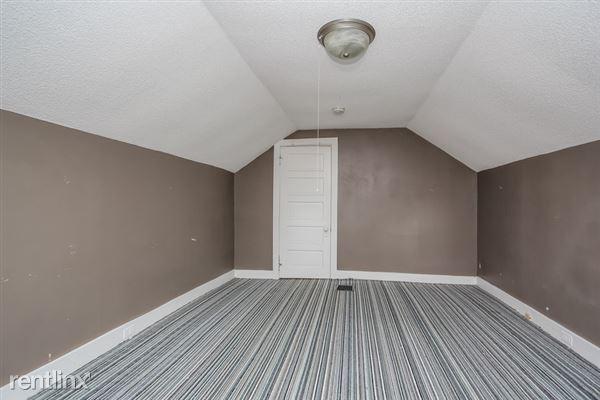 019-Master_Bedroom-2966924-small