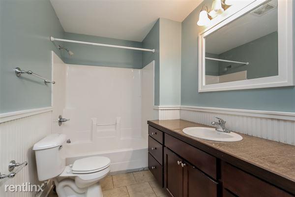 018-Bathroom-2966903-small