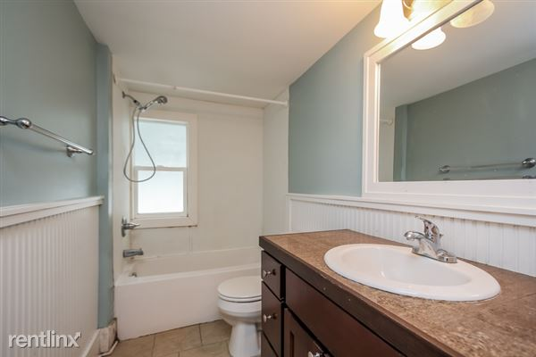 025-Bathroom-2966922-small