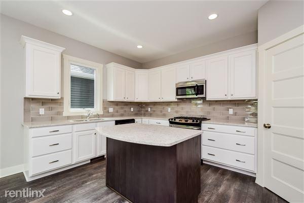 009-Kitchen-2776731-medium