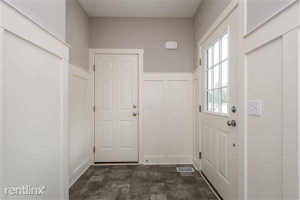 003-Foyer-2776739-medium