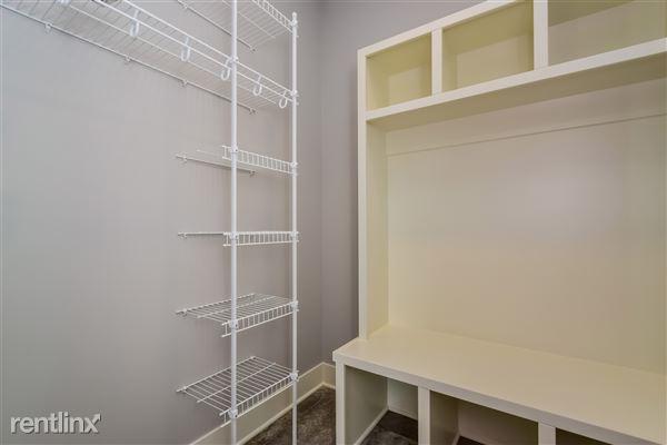 011-Walk_In_Closet-2776726-medium