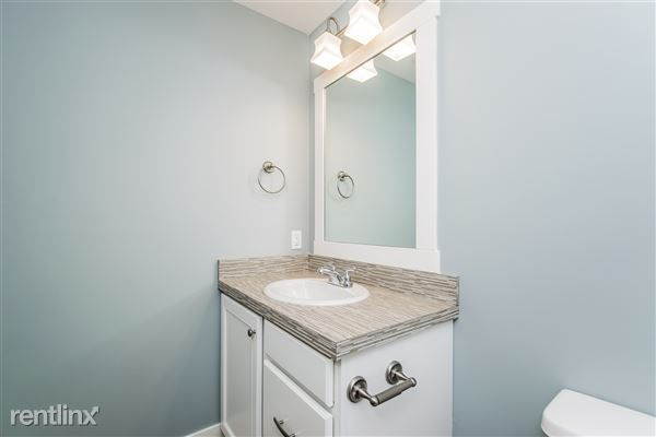 028-Bathroom-2776748-medium