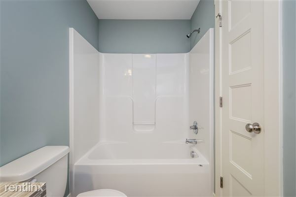 027-Bathroom-2776746-medium