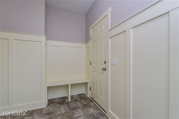 004-Foyer-2779370-medium