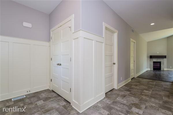 003-Foyer-2779354-medium