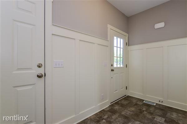 005-Foyer-2779358-medium