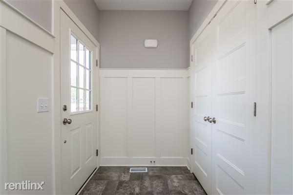 002-Foyer-2779357-medium