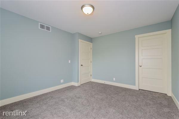 018-Bedroom-2779376-medium