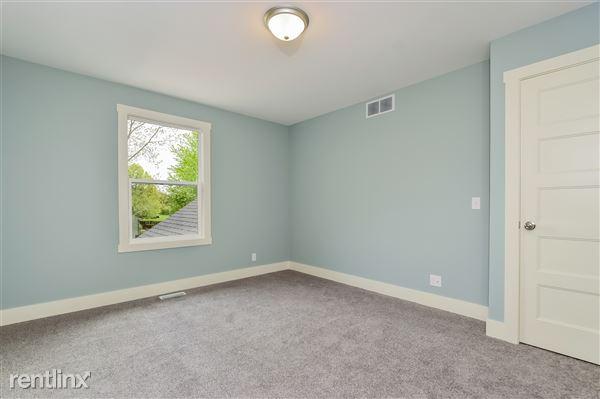 021-Bedroom-2779372-medium