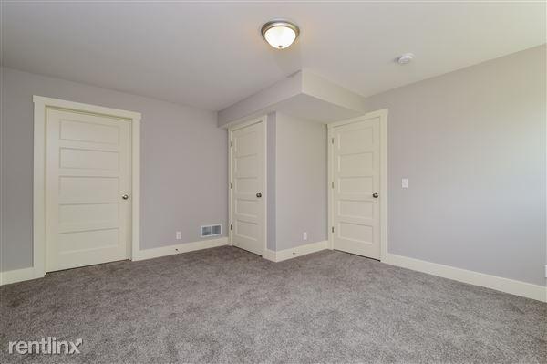 030-Bedroom-2779382-medium