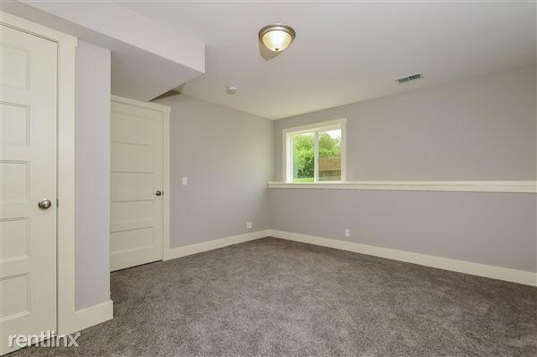 031-Bedroom-2779387-medium