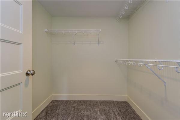 032-Walk_In_Closet-2779384-medium