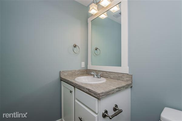 034-Bathroom-2779391-medium
