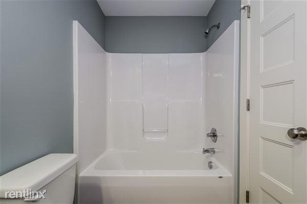 033-Bathroom-2779381-medium