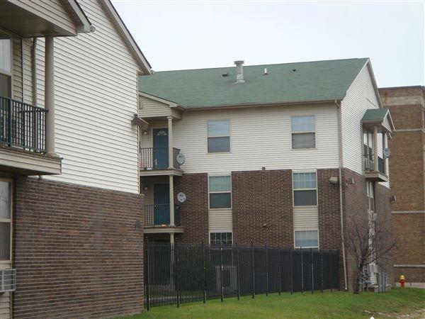 Unit  One Bedroom. Riverside Apartments  1800 Magnolia St   Detroit  MI   Continental