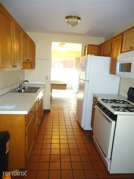 1030 Michigan - Kitchen