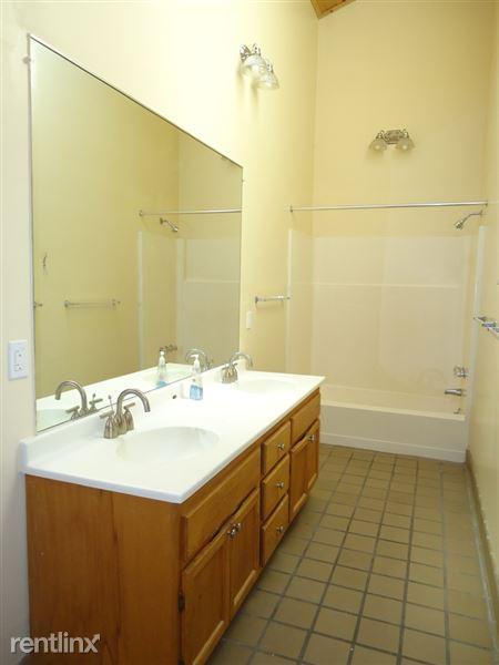 1032 Michigan - Full Bath (view 1 of 2)