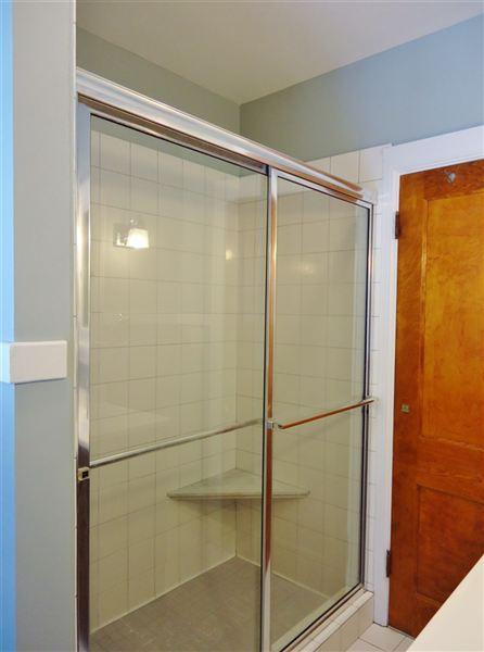 2nd Floor Full Bath (view 2 of 2)