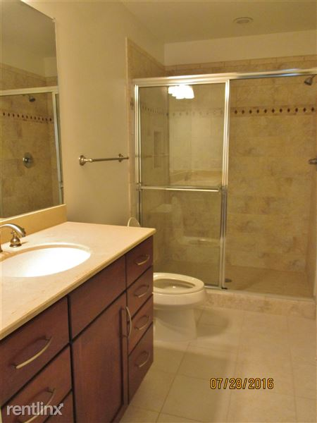 Full Bathroom 2