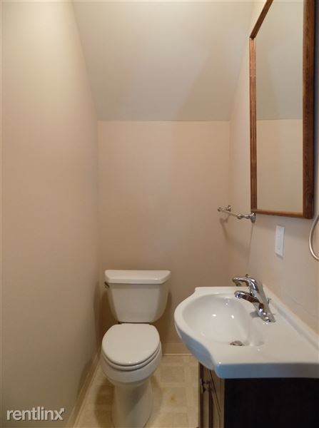 Bathroom 1 - half