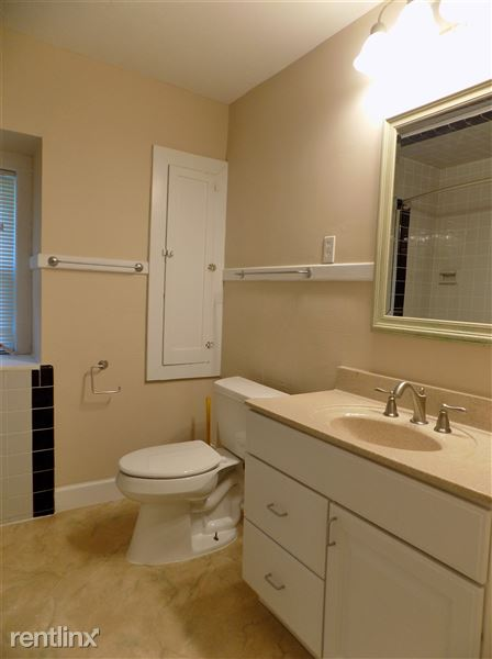 Unit 2 Full Bathroom