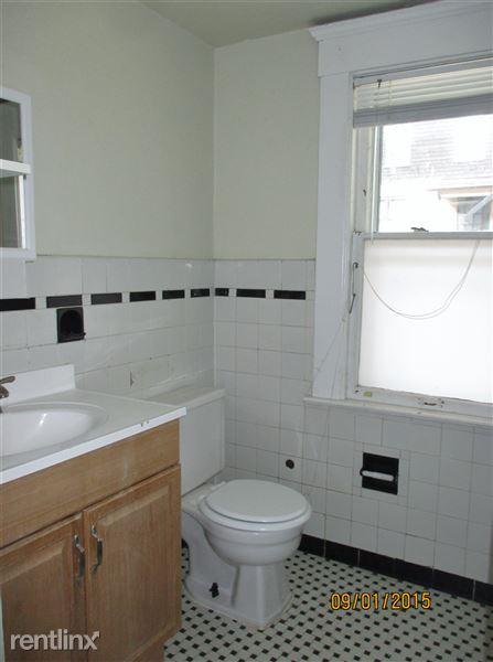 Full Bath #1 (off Bedroom #1)