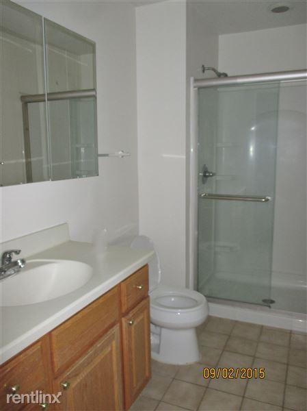 2nd Floor - Full Bathroom (3 of 3)