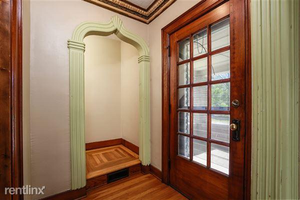 005-Foyer-4293948-medium