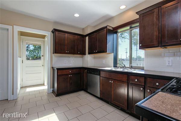 013-Kitchen-4293946-medium