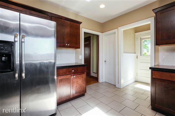011-Kitchen-4293942-medium