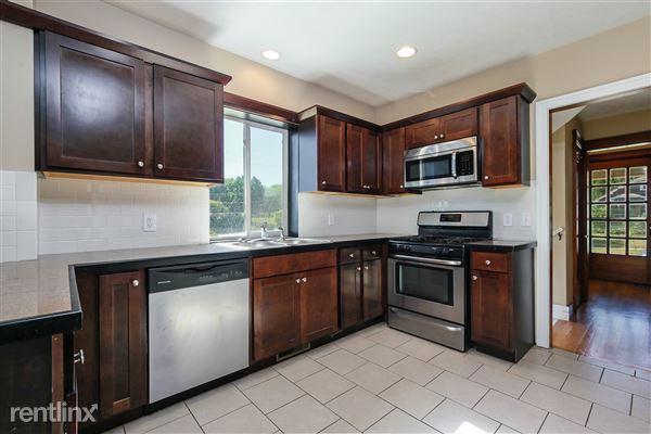 012-Kitchen-4293940-medium