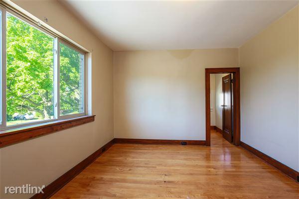 018-Bedroom-4293960-medium
