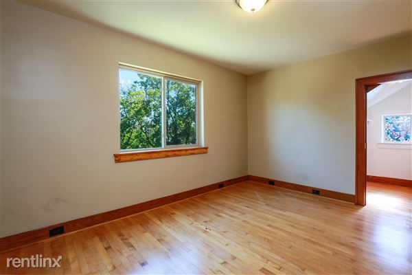 019-Bedroom-4293965-medium