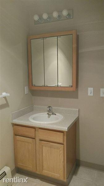 Pacific Park Apartments Bathroom