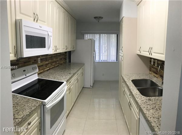 183 Lakeview Dr Apt 201, Weston, FL