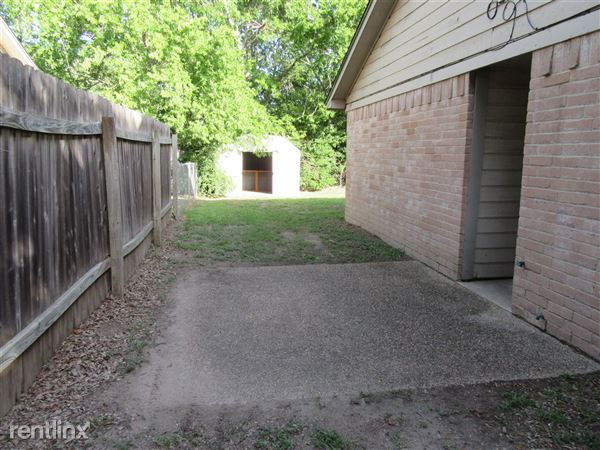 608 Cross Timbers Dr # 610, College Station, TX