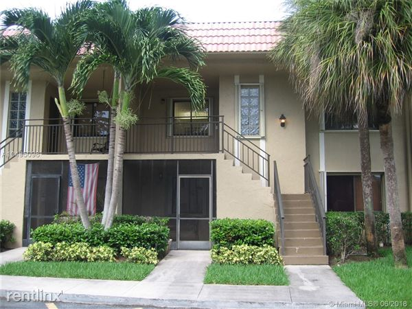 302 Lakeview Dr Apt 203, Weston, FL