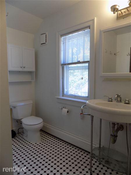 Full Bath (2nd Floor)