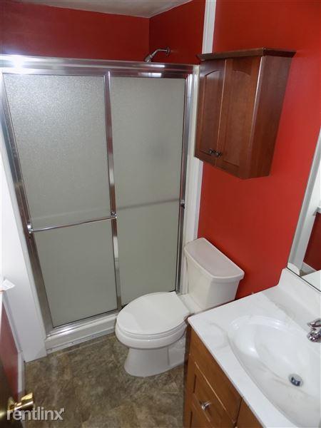 Full bath (first floor)