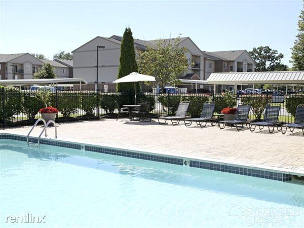 Westbrook apartments 700 westbrook whitmore lake mi for Pool show mi