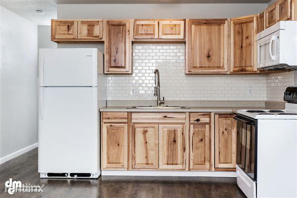 Kitchen_Unit 3 2095-SMALL