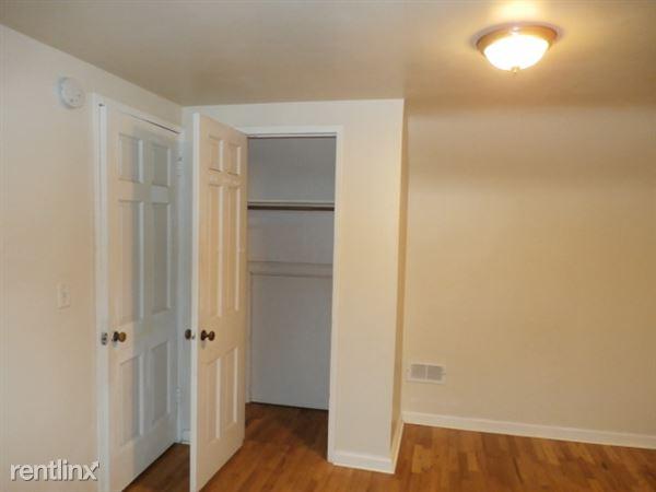 Upstairs Bedroom 1 - Closet