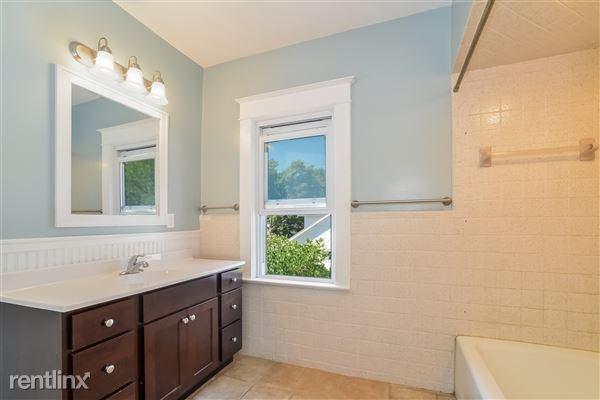 018-Bathroom-3066621-medium