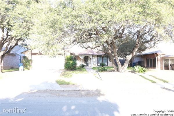 8706 Woods End St, San Antonio, TX